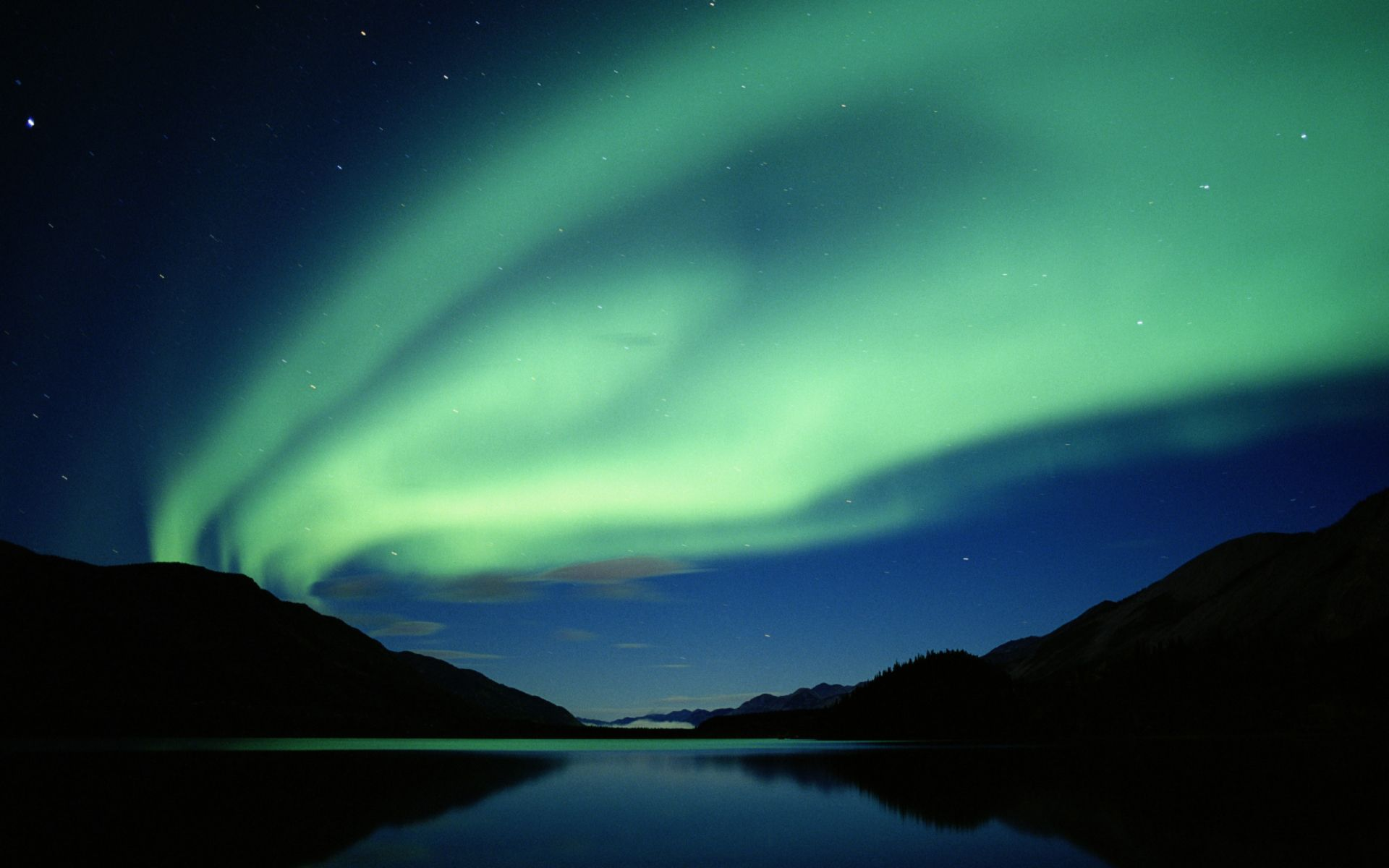 http://vistawallpapers.files.wordpress.com/2007/03/vista-wallpaper-aurora-at-night.jpg